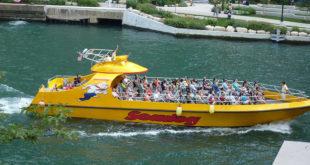 Lakefront speedboat tour Chicago